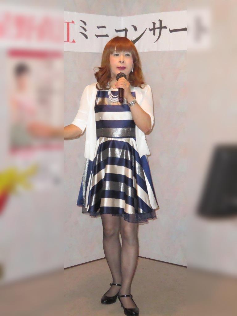 青銀白三色ボーダー柄ワンピカラオケ(4)
