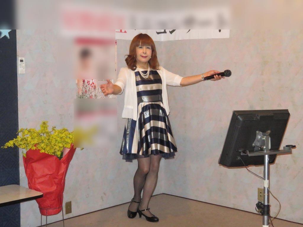 青銀白三色ボーダー柄ワンピカラオケ(5)