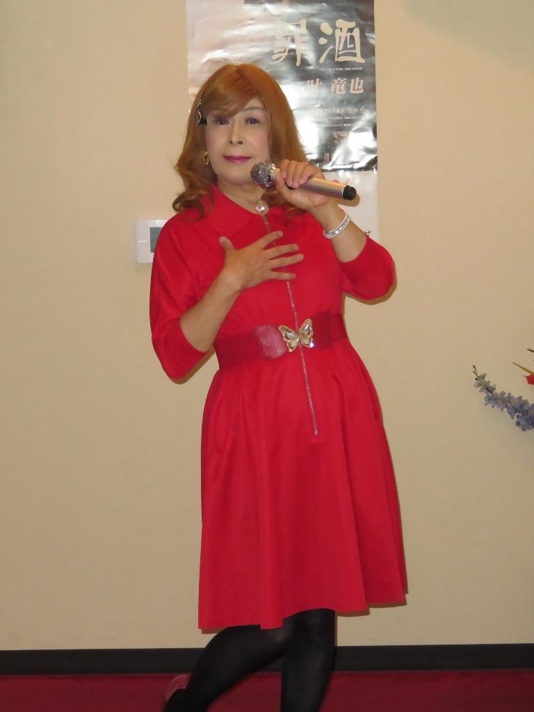 赤色ワンピースカラオケ(4)