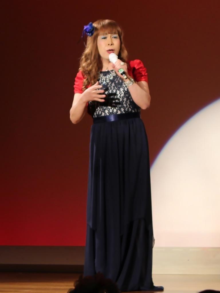紺ドレス赤ボレロ舞台写真(1)