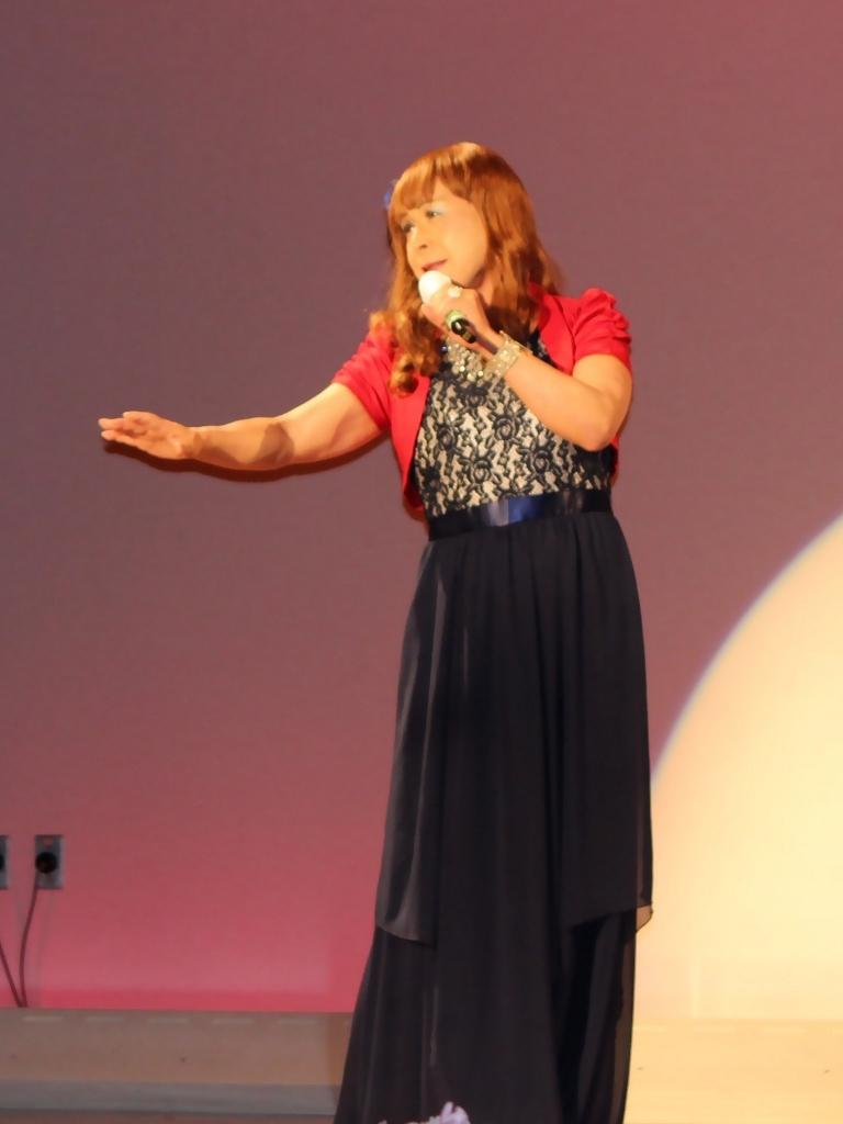 紺ドレス赤ボレロ舞台写真(2)