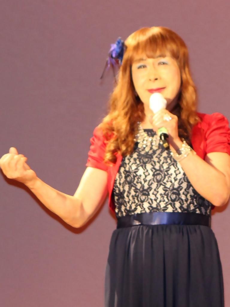 紺ドレス赤ボレロ舞台写真(3)