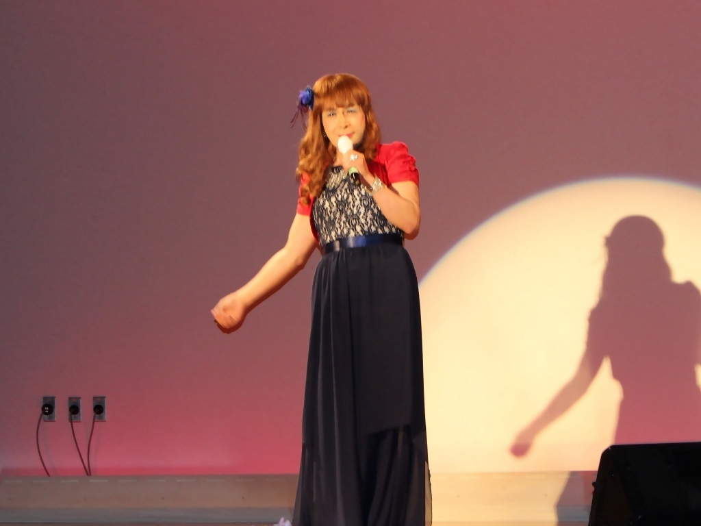 紺ドレス赤ボレロ舞台写真(5)