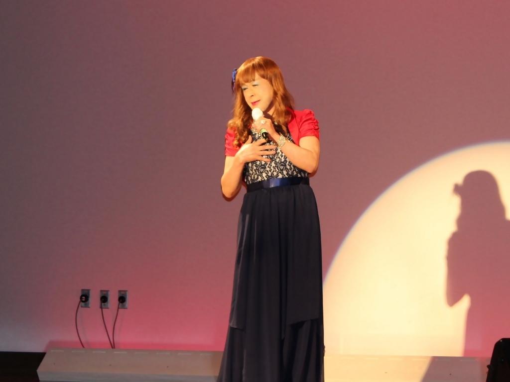 紺ドレス赤ボレロ舞台写真(7)