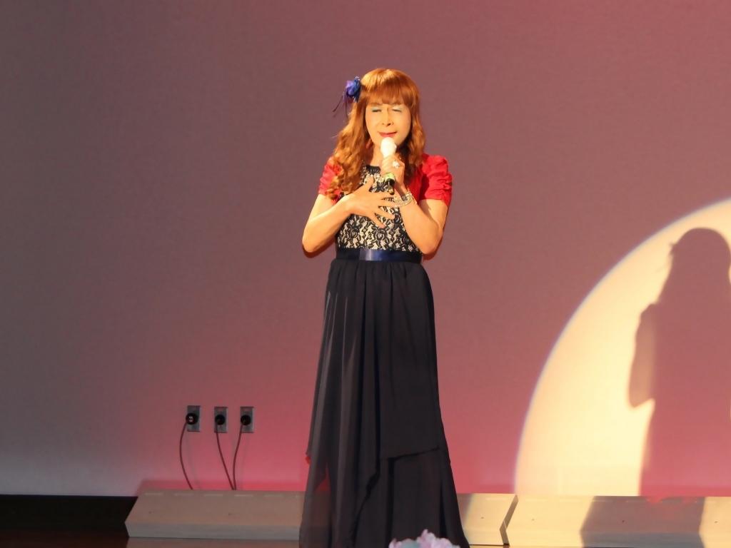 紺ドレス赤ボレロ舞台写真(8)