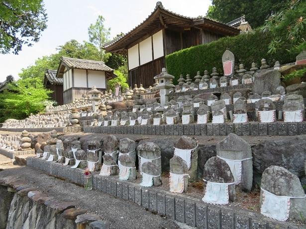 西明寺の石仏群