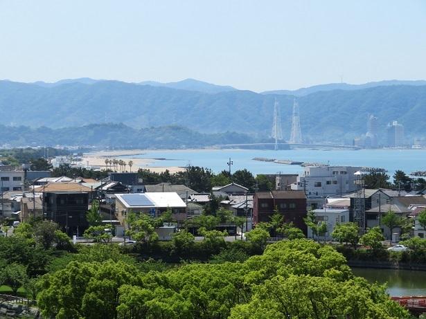 和歌浦天満宮から片男波方面を眺める