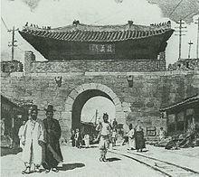 撤去前の敦義門