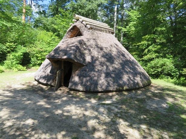 養命酒 健康の森 縄文式住居