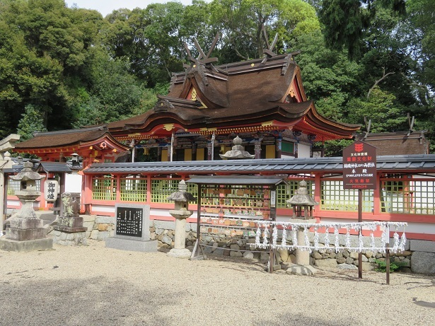 錦織神社 本殿と摂社
