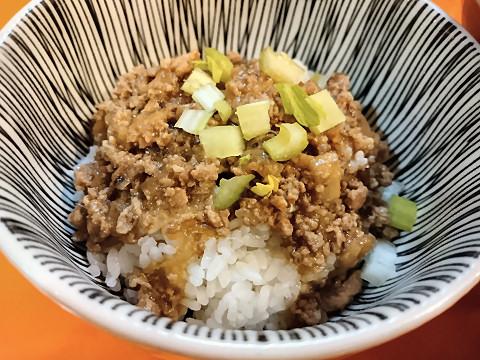 魯肉飯(ミンチご飯)@味仙なんこめ