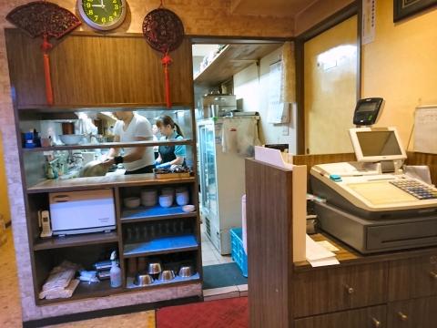 店内(厨房側)@四川麻辣牛肉麺