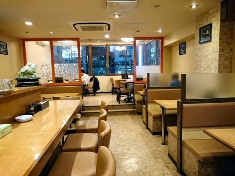 店内(客席側)@四川麻辣牛肉麺