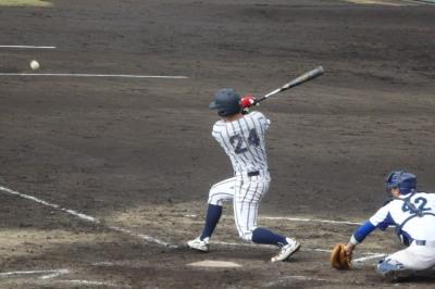 PB094955大阪体育4回表無死二、三塁から6番一ゴロで三走が本塁でアウト