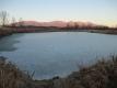 夕方のため池と浅間山
