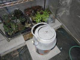 ビニールハウスに練炭コンロにお湯を沸かして温度を保てるか?2017.11.20
