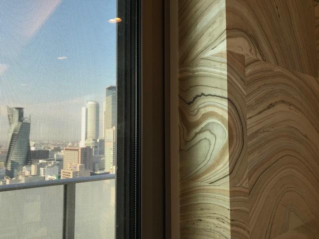 名古屋の空と壁