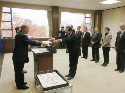 「県議会議員在職10年表彰を受けました!」②