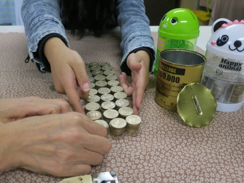 「10万円が貯まる缶カンを開けてみた!」⑧