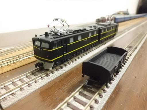 貨車とブラックマンモス