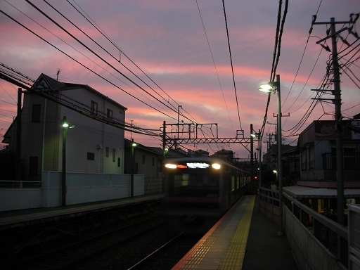 西船駅の夕暮れ