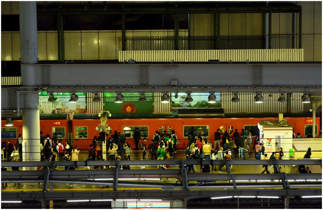 大阪駅・助手1