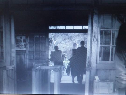 南弟子屈駅30