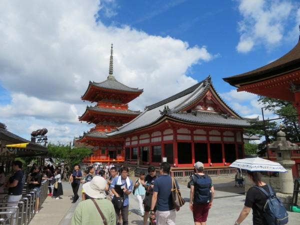 まだまだ知らない京都、空と雲が感動的な清水寺の情景