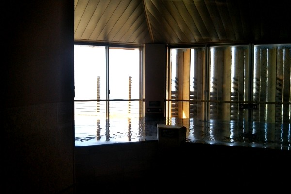 稲村ヶ崎温泉がリニューアルオープン。二階から湘南の海を一望できる景観になりました。