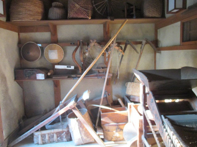 納谷、農機具