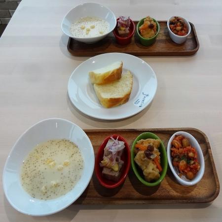 自家製パン、本日のスープ、前菜3種