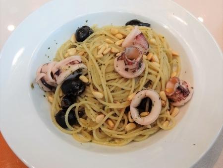 スパゲッティ 「やりいかとオリーブのジェノベーゼ」