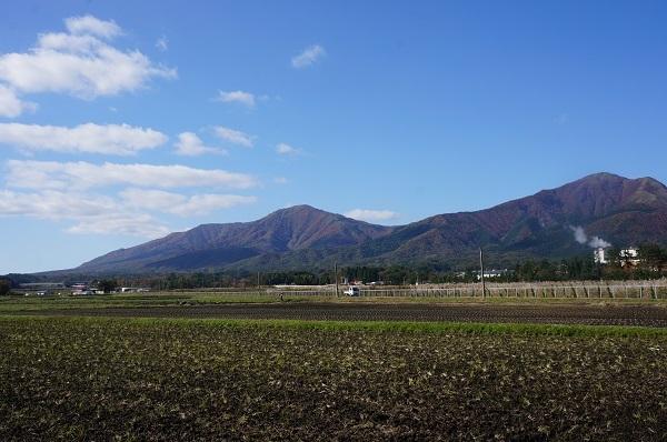 県道422号線から蒜山三山を望む
