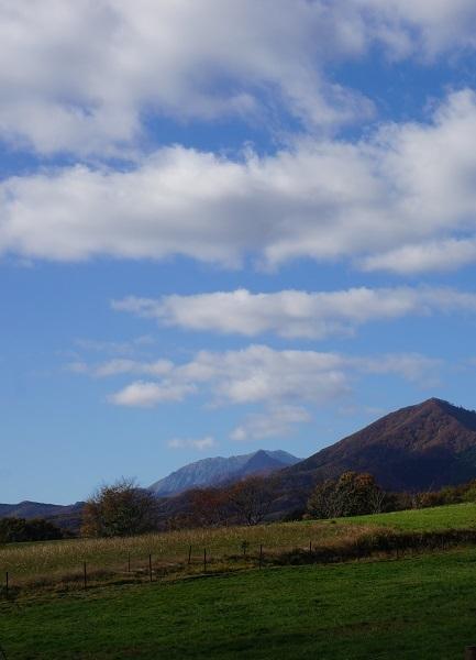 お!大山が噴火? 雲の並びが面白かったのでパチリ!