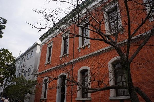 幹部候補生学校として現在は使用されている東京築地から移転された赤レンガ庁舎