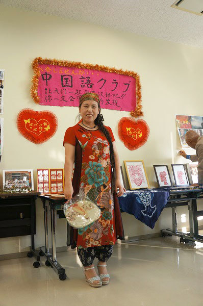 中国語クラブの講師を勤め、ハラル料理店を経営する李さんの晴れ姿♪