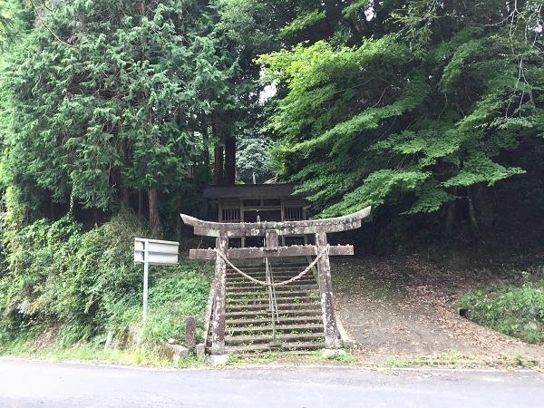 美咲町境集落の境神社さんの参道入口