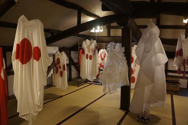 アパレルブランド『ツムギ』の平川めぐみさんの狐の嫁入り衣装