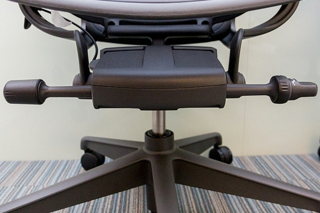 Aeron_Chair_Remastered_12.jpg
