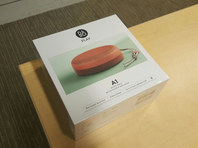 BeoPlay_A1_Tangerine_Red_02.jpg