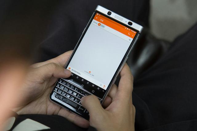 BlackBerry_KEYone_12.jpg