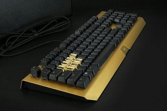 BlackWidow_X_Chroma_Gold_03.jpg