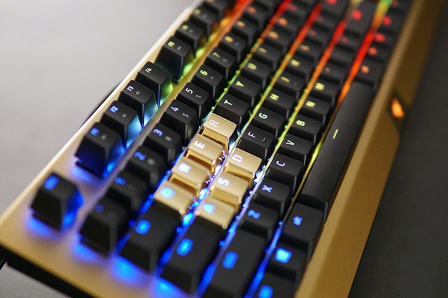 BlackWidow_X_Chroma_Gold_06.jpg