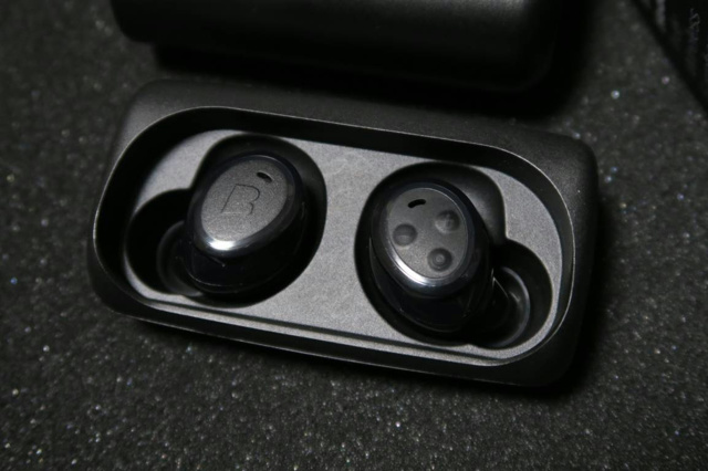 Bragi_The_Headphone_06.jpg
