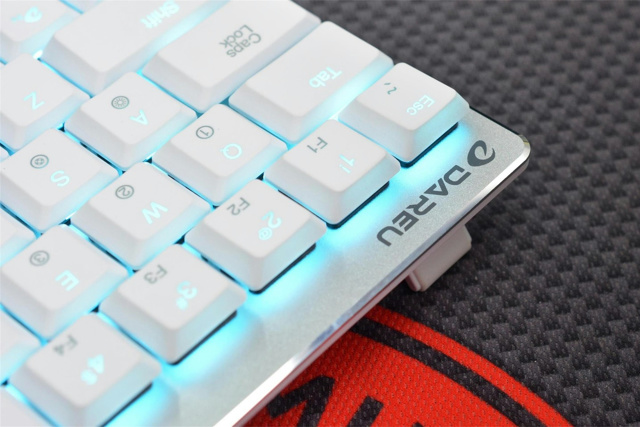 EK820-68Key_White_06.jpg