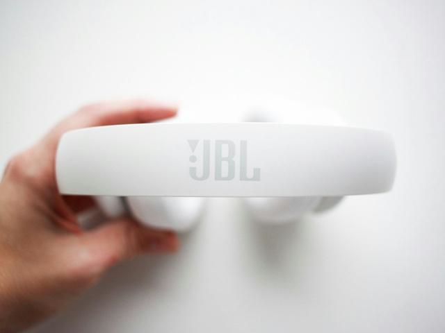 JBL_EVEREST_300_04.jpg