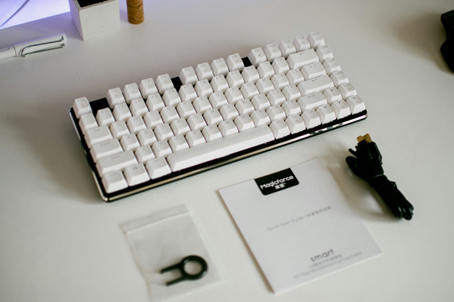 Magicforce_82-key_02.jpg