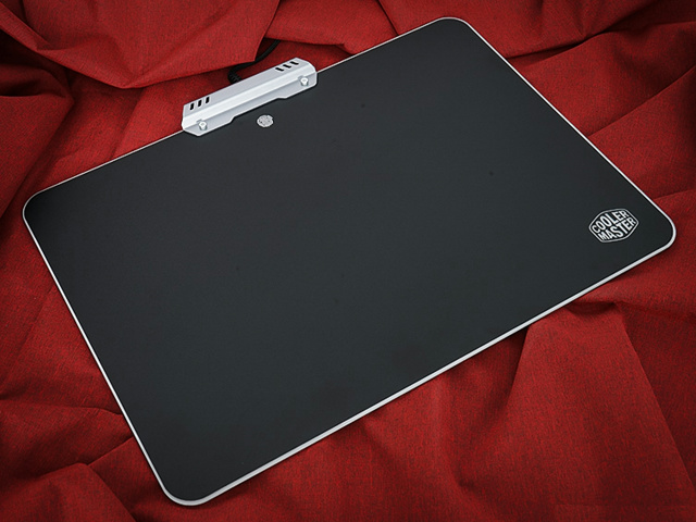MasterAccessory_RGB_Hard_Gaming_Mousepad_02.jpg