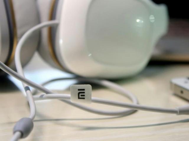 Mi_Headphones_Comfort_13.jpg