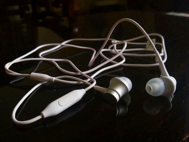Mi_In-Ear_Headphones_Basic_01.jpg